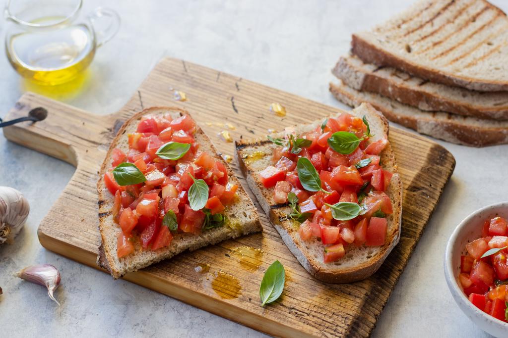 Bruschetta al. Pomodoro (z pomidorami)