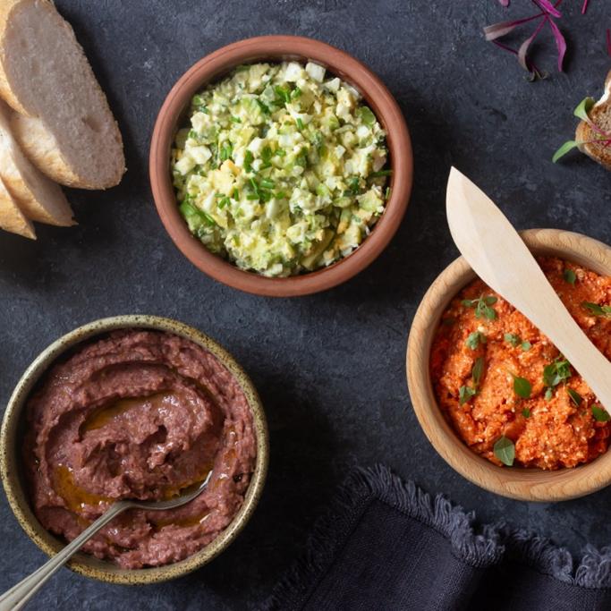 Pasty warzywne do chleba: z awokado, paprykowa i z czerwonej fasoli